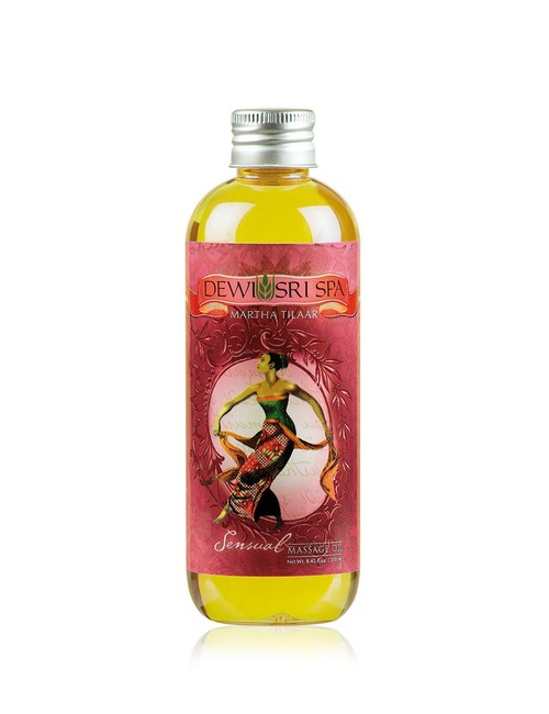 Closeup   sensual massage oil